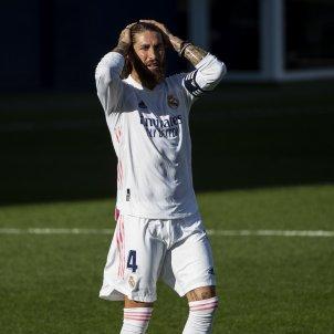 Sergio Ramos mans al cap GTRES