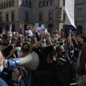 Manifestació de la restauració a la Plaça Sant Jaume. Foto: Maria Contreras Coll
