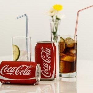 Dos refrescs de la marca Coca-Cola. Foto: Pixabay