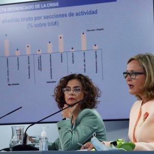 La portaveu de govern espanyol, María Jesús Montero, al costat de la vicepresidenta tercera de l'Executiu i ministra d'Afers Econòmics i Transformació Digital, Nadia Calviño. Foto: Efe