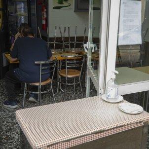 Un bar afectat pel tancament del sector a Catalunya. Foto: Sergi Alcazar
