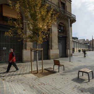 Un carrer amb els locals tancats pel coronavirus. Foto: Sergi Alcazar