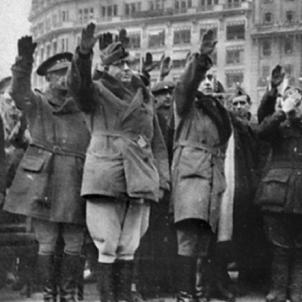 Mor Yagüe, maxim responsable de l'ocupació franquista de Catalunya. Yagüe a la plaça de Catalunya durant l'ocupació de Barcelona. Font Col·lecció Bellinogramme