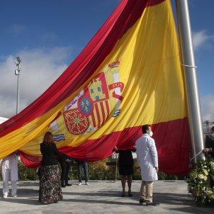 EuropaPress 3390637 izado bandera nacional homenaje pueblo madrid lucha contra covid 19