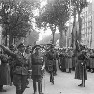 Himmler a Barcelona (Passeig de Gràcia) amb el capità general Orgaz Yoldi, passant revista a l'exèrcit espanyol. Font Memorial Democràtic
