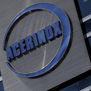 Detall del logo d'Acerinox a l'edifici de la seva seu a Madrid (Espanya). Foto: Europa Press