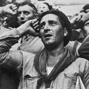 Les Brigades Internacionals s'acomiaden del poble català.  Comiat dels brigadistes. Font Museu Reina Sofia. Foto Robert Capa