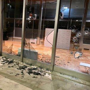 Vidres rebentats Ajuntament Barcelona Guillem Ramos