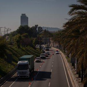 EuropaPress 3404756 vehiculos realizan cola control movilidad ronda litoral direccion salida servei catala transit