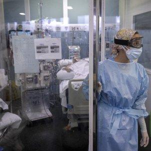 pacient Covid-19 UCI infermera sanitaris Hospital del mar coronavirus segona onada - Sergi Alcazar