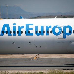 Un avión de Air Europa en la pista en la terminal 4 del aeropuerto Adolfo Suárez Madrid Barajas. Foto: Europa Press