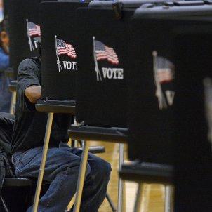 20201103 Eleccions presidencials EUA, votants Del Norte High School, Albuquerque, Nou Mèxic (Jim Thompson:Albuquerque Journal via ZUMA Wire:dpa)