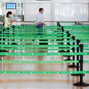 coronavirus Barcelona aeroport del Prat confinament perimetral EFE