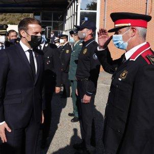 Macron saluda mosso d'esquadra El Pertús EFE