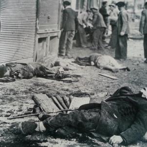 Els aliats del franquisme bombardegen Barcelona. Bombardeig sobre l'Eixample. Març de 1938