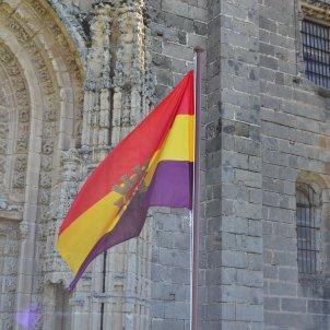 Izada de la bandera republicana en El Puerto Emilio J. Rodríguez Posada