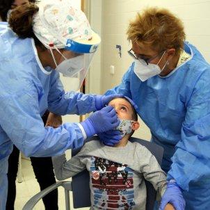 infermeres fent test antigen nen / ACN