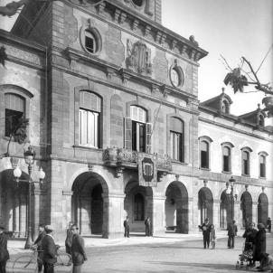 Es proclament els candidats a les primeres eleccions al Parlament. Fotografia de l'edifici del Parlament (1932). Font Parlament de Catalunya