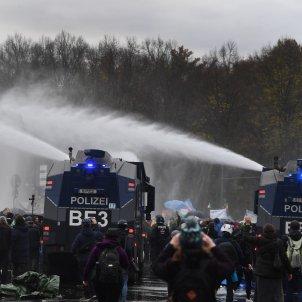 policia canons d'aigua manifestació Berlín EFE