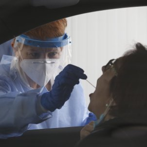 EuropaPress 3424984 enfermera fatima montero embil realiza test pcr deteccion covid 19