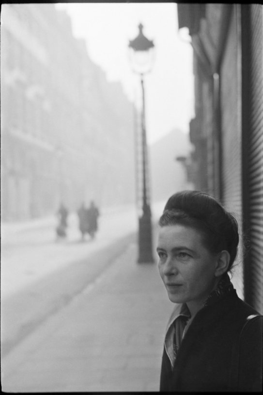 43 Henrio Cartier Bresson, Simone de Beauvoir, © Fundación Henrio Cartier Bresson Magnum Photos Contacto