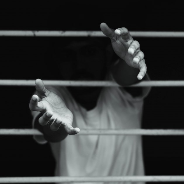 presoner - Dev Asangbam (unsplash)