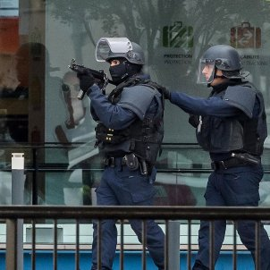 20170318 Policia Orly Paris Operation Sentinelle anti terror (Christophe Petit Tesson EFE)