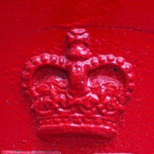 Corona bústia Isabel II (Ryan Johns)