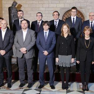El nou equip de Govern es fa la foto de familia a la Generalitat