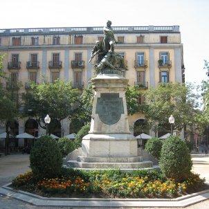 Estatua plaza independència de Girona - Vilallonga/viqupèdia