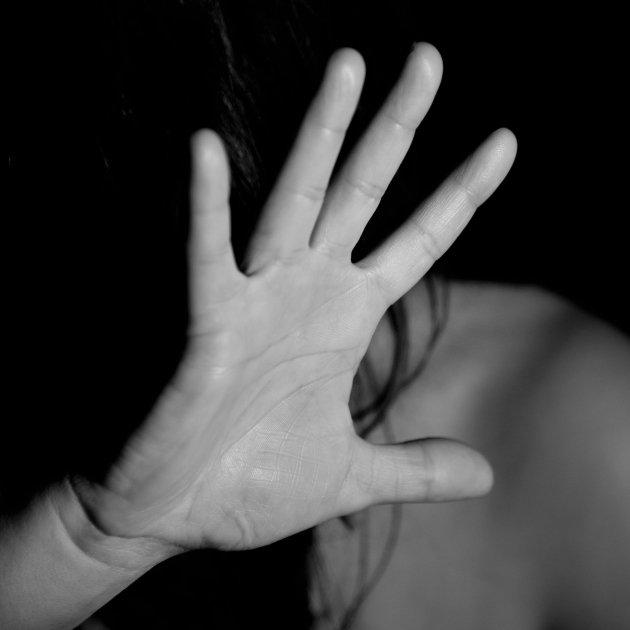 mano mujer violencia - unsplash