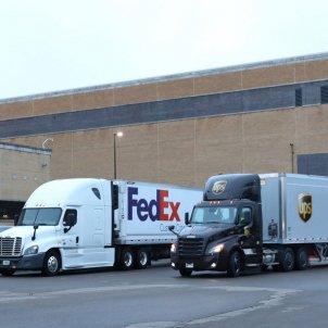 Camions de FedEx i UPS @pfizer