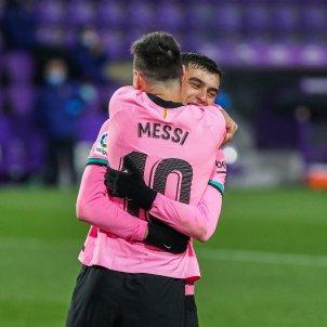 Messi Pedri Barca rosa abrazo Europa Press