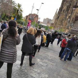 Cues per la recollida d'avals per JxCat a Sagrada Família / @aalbeert