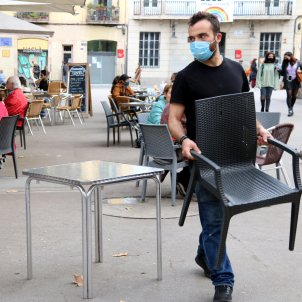 camareros terraza restaurante covid mascarilla - ACN