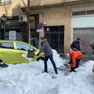 EuropaPress 3511153 presidente pp pablo casado retira nieve acera madrid espana 10 enero 2020