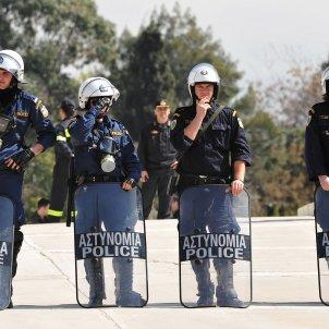 policia griega Tyler Kellen & Tara Alan fickr