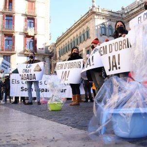 Protesta comerciantes y sector restauración Barcelona Covid la gran cagada ACN