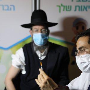 Ortodox vacunant-se a Israel EFE