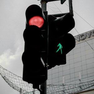 Semaforo rojo verde - darian vasilescu /unsplash