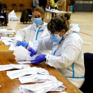 14022021 Eleccions Catalunya 2021 Recuento en las mesas del Polideportivo de la Espanya Industrial de Barcelona