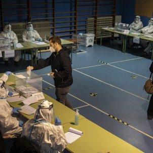 eleccions Catalunya 14 -F votacio malalts covid - Jordi Play