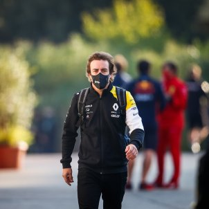 Fernando Alonso F1 Renault mascarilla Europa Press