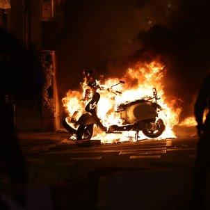 disturbios Barcelona Pablo Hasél Barricadas fuego - Sergi Alcázar