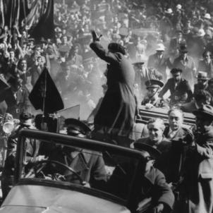 El govern de la República amnistia el presos polítics catalans. El president Companys arriba a Barcelona. Font Esquerra Republicana de Catalunya