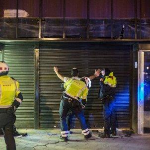 Manifestació protesta Pablo Hasél 5a quinta noche violencia Passeig de Gracia detencion detenidos detinguts mossos policia - Sergi Rugrand