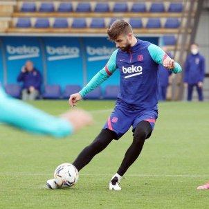 Piqué entrenamiento FC Barcelona