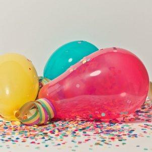 cumpleaños globos foto pexels