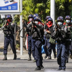 policia myanmar birmania cop d'estat protestes efe