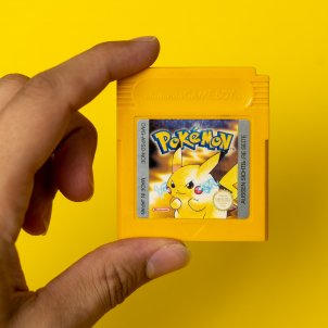 unsplash pokemon amarillo